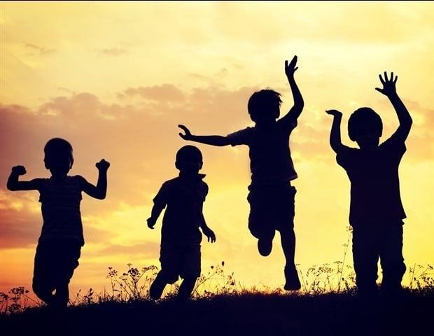 Нов доклад проследява историята на политиката за насилие над деца в САЩ | ✅ Д-р Стоян Арнаудов - Ортопед | Травматолог ⭐️