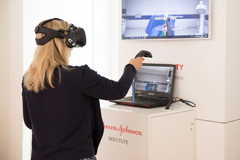 Ортопедичните хирурзи се обучават във виртуална реалност: Интервю с Дейвид Бадри от J&J | ✅ Д-р Стоян Арнаудов - Ортопед | Травматолог ⭐️